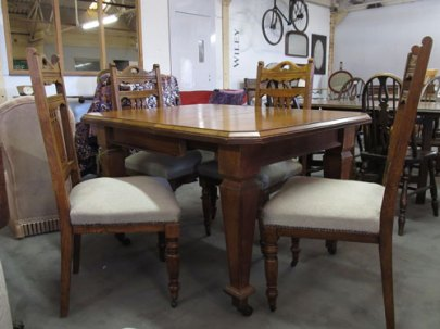 "Arts and Crafts extending Oak dining table with 4 chairs, the table has a winding mechanism to extend, 4' fully extended, 38"" without extension top £250"