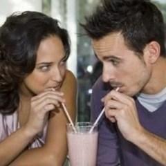 Cum îţi dai seama că o fată este interesată de tine