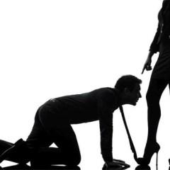 VIDEO Din culisele vieții unei dominatrix! De ce vor clienții să-i fie sclavi sexuali