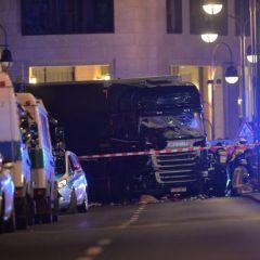 Imagini noi de la atentatul din Berlin. Momentul în care camionul intră în Piața de Crăciun a fost filmat | VIDEO