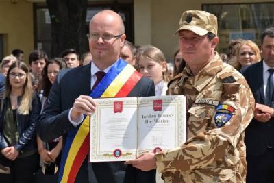 """Titlul de """"Cetatean de onoare al Satmarului"""" pentru un soldat satmarean"""