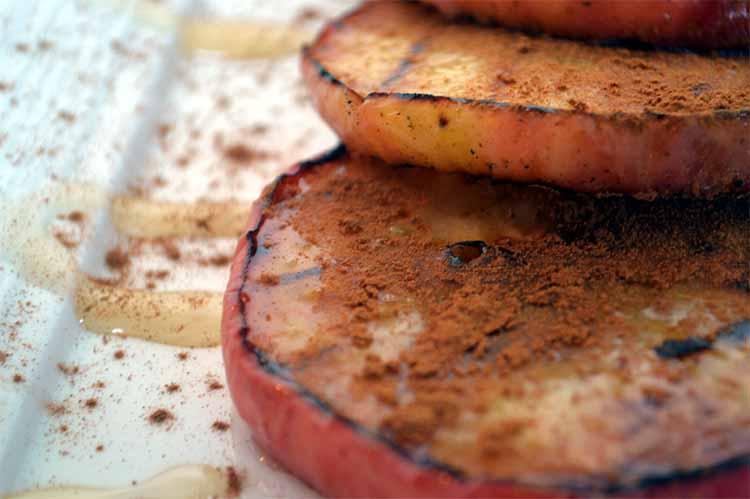 Grilled apple slices