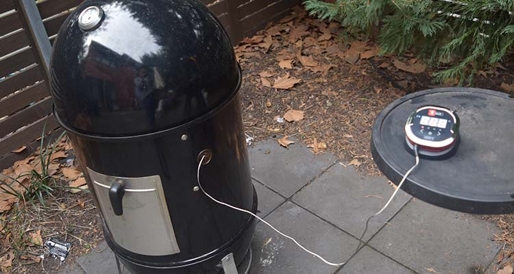 igrill 2 being used with a weber smokey mountain