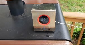 smokebloq thermometer on top of grill