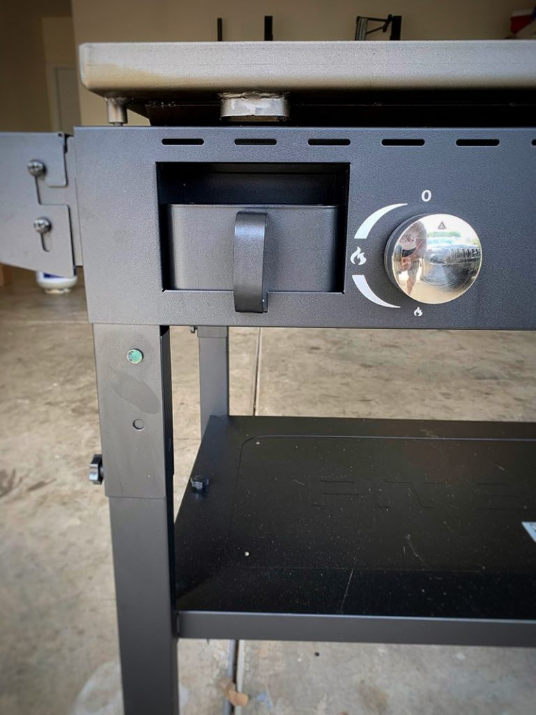 Griddle steel burner close up