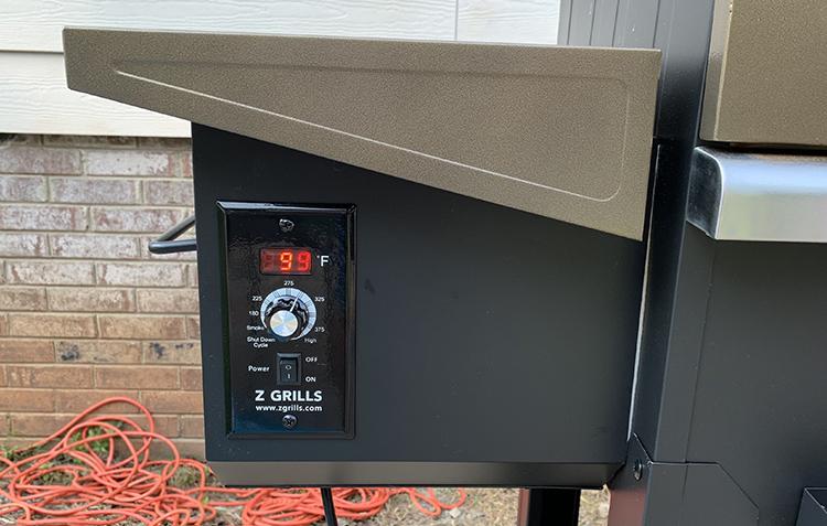 Z Grills L6002B temperature display close up