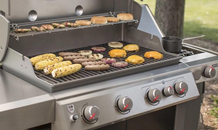 Weber Genesis II E-435 cooking surface