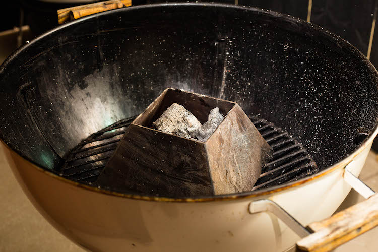 Vortex kettle kone with lump charcoal