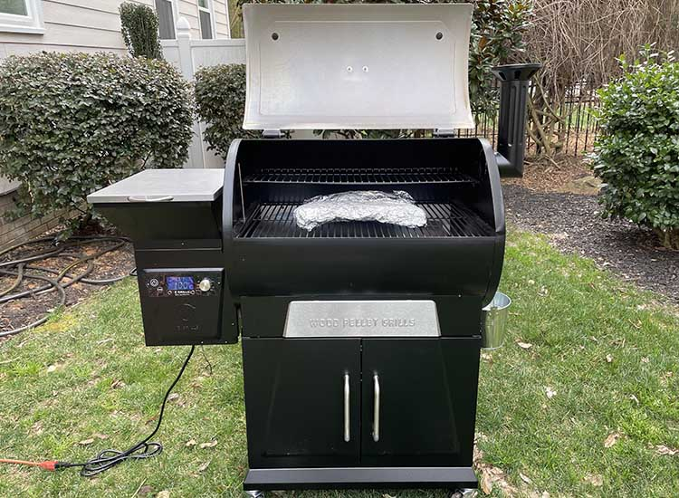 smoking ribs on z grills 700d3