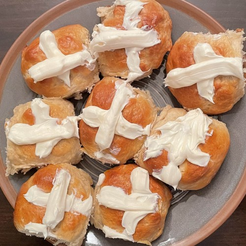 hot cross buns on the grill