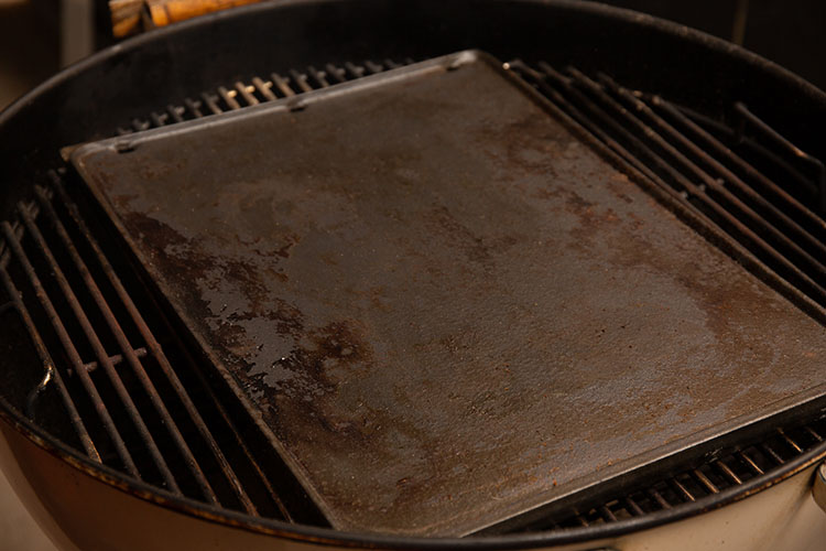 weber kettle with cast iron griddle