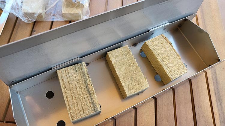 Smokin Tex Pro 1400 wood box with wood chunks