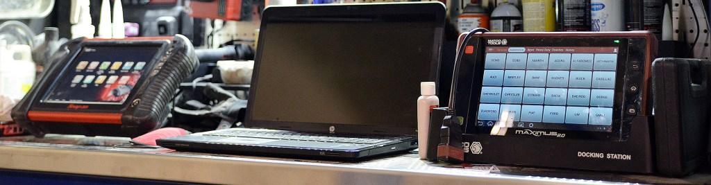 HP laptop, tablet docking station, auto diagnostic machine, car diagnostic machine, sevierville auto repair, car repair garage in Sevierville
