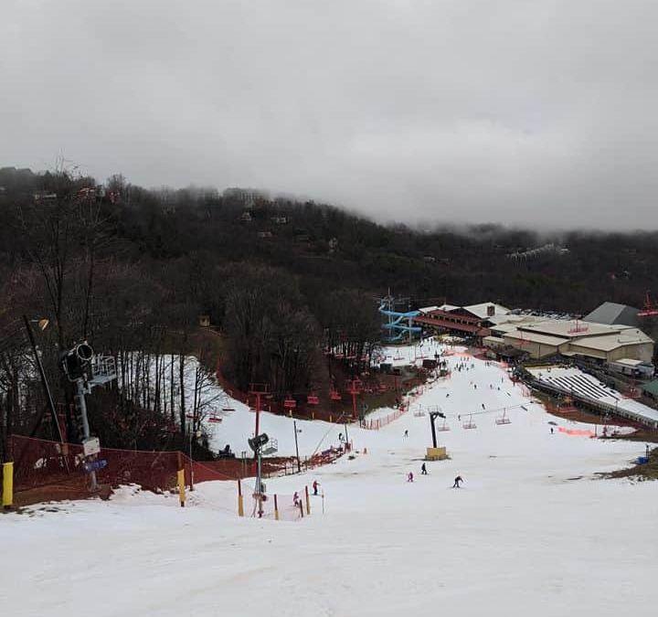 Ober Gatlinburg Snow, Gatlinburg SkyBridge, Gatlinburg SkyLift, Gatlinburg snow, Ober Gatlinburg, Pigeon Forge snow, Snow in the Smokies, Tennessee Snow, Where to see snow in Gatlinburg, Where to see snow in Pigeon Forge, where to see snow in the Smoky Mountains