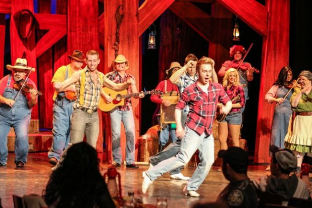 Pigeon Forge Things To Do Hatfield Mccoy Dinner Show Original