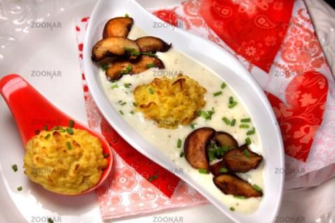 Pilzsuppe mit Herzoginkartoffeln © Liz Collet