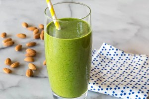 ALMOND BUTTER GREEN SMOOTHIE