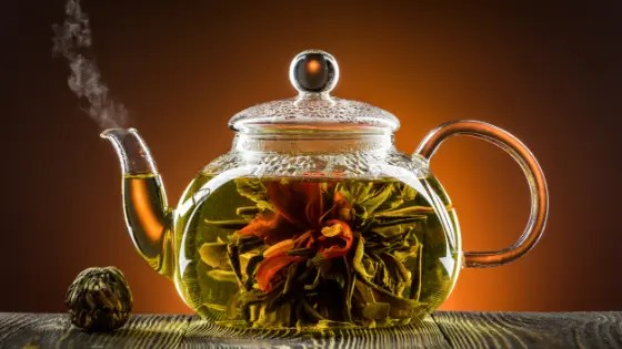 herbal-infusion-in-teapot