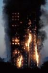 【動画あり】ロンドンの高層マンション火災が凄まじい…