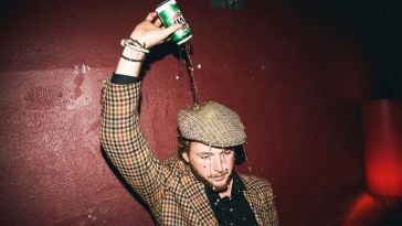 10-Things-People-Usually-Do-When-They-Are-Drunk