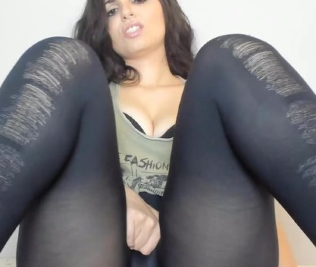 Gorgeous Thick Girl Masturbating In Leggings