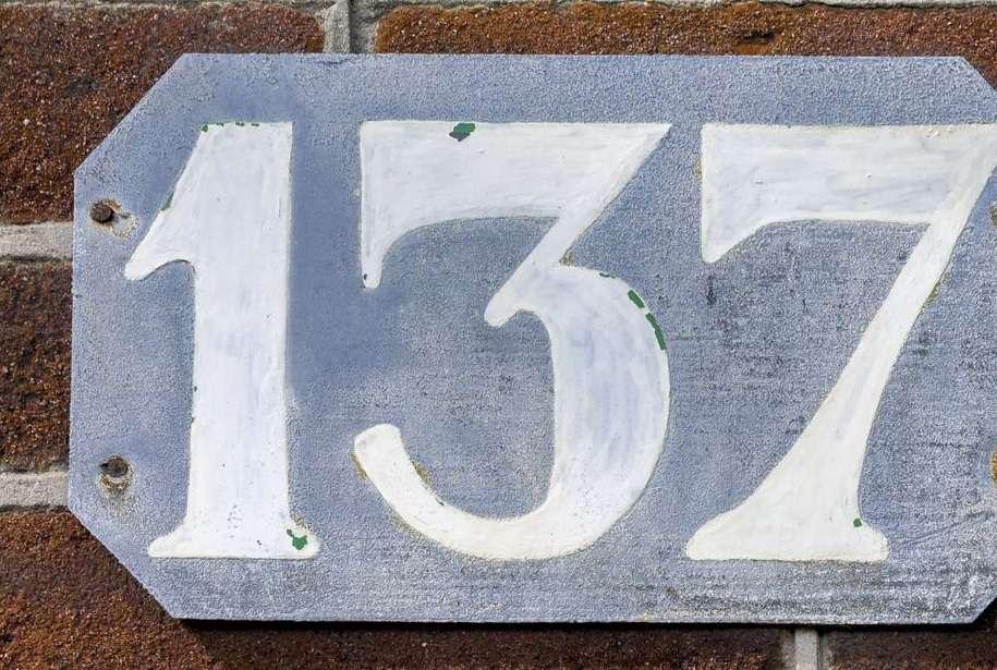 137 число вселенной - интересные факты