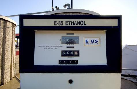 Após recorde de aquisições em fevereiro, importações de etanol deverão seguir altas em março