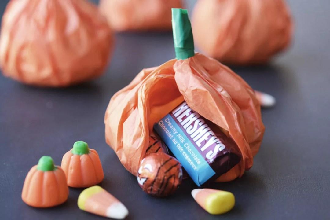 Calabazas rellenas de caramelos DIY