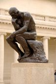 Art-Inspired-Idea-for-Photobooth-Pose-The-Thinker