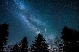 Photo: A meteor streaks through the Milky Way