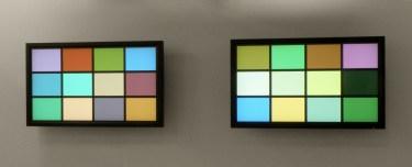 Untitled (duo). Digital painting, two screens, computer program, physical random, Width 272 cm (variable depending on the screen) / Sans titre (duo). Deux écrans plats, programme informatique, générateur de nombres aléatoires quantique, largeur 272 cm (variable selon les écrans)