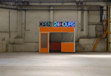 "Open 24 hours. 2013, in situ installation. ""Open 24 hours"" neon placed on a factory foreman's cabin / Open 24 hours. 2013, installation in situ. Néon ""Open 24 hours"" posé sur une cabane de contremaitre d'usine"