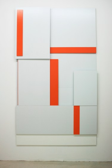 A BOUT DE SOUFFLE. (Compression/Decompression). 2014, lacquer on MDF, 240 x 140 cm / AU BOUT DE SOUFFLE. (Compression/Décompression). 2014, laque sur MDF, 240 x 140 cm