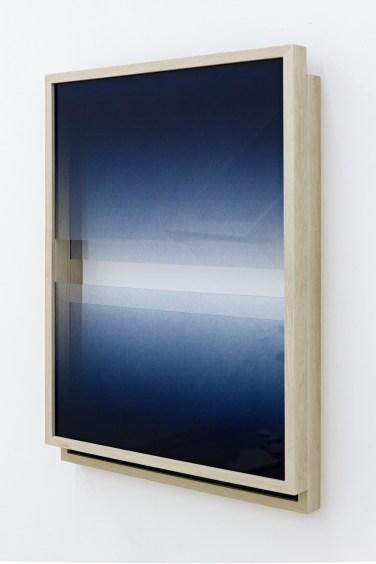 Untitled. 2015, spray paint on glass, frame, 37,5 x 52 x 6 cm / Sans titre. 2015, peinture aérosol sur verre, cadre, 37,5 x 52 x 6 cm