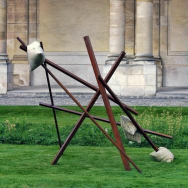 Untitled (3S-7B). 2014, metal and cement, 185 x 200 x 272 cm / Sans titre (3S-7B). 2014, métal et ciment, 185 x 200 x 272 cm