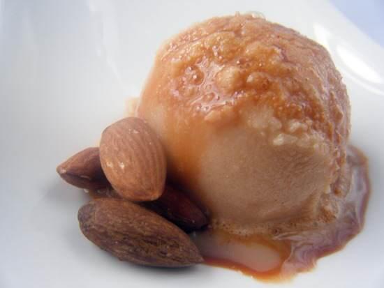 Amaretto Caramel Snow Ice Cream | snappygourmet.com