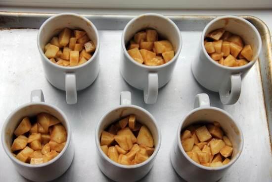 Amaretto Caramel Apple Mug Cobblers Recipe | SnappyGourmet.com
