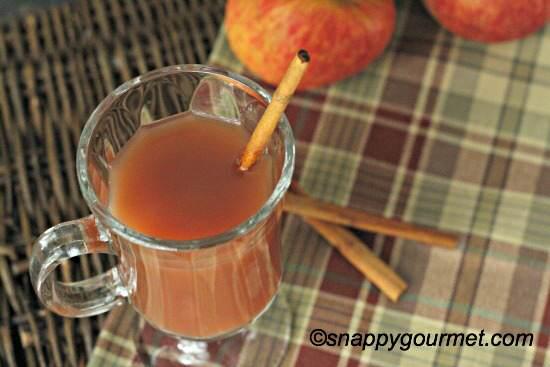 Spiced Pomegranate Cider Cocktail Recipe | SnappyGourmet.com