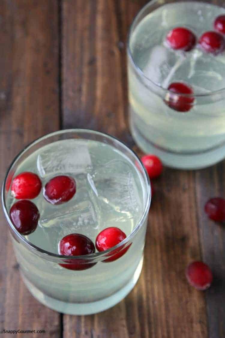 limoncello cranberry spritzer in glasses