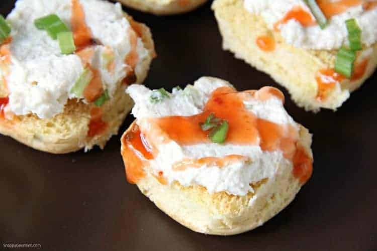 crab rangoon crostini closeup
