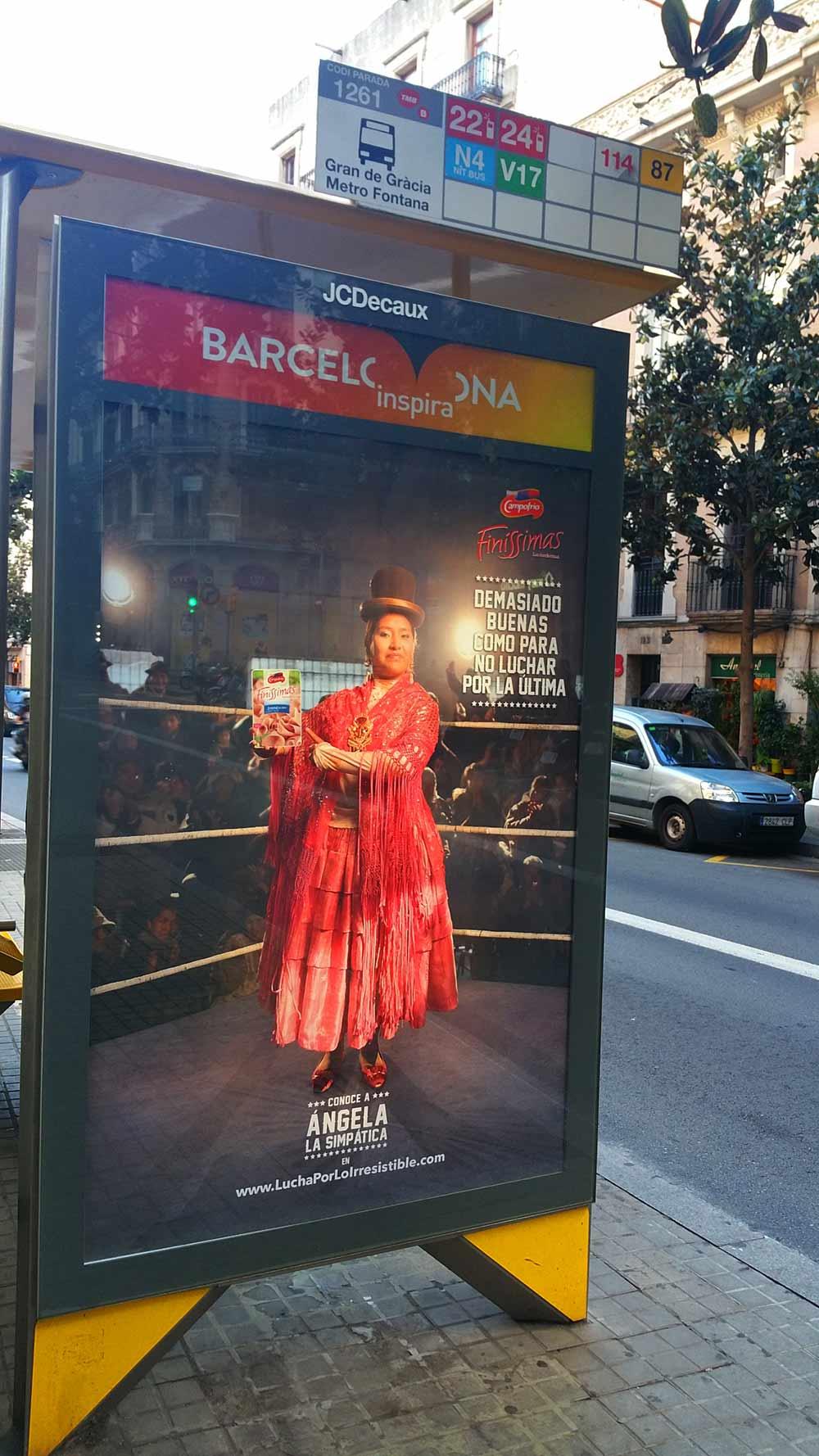 La multinacional Campofrío lanzó a finales de Agosto una campaña para Finíssimas (fiambre de pavo), en donde las protagonistas son cholitas luchadoras.
