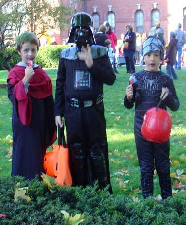 kids-at-halloween.jpg