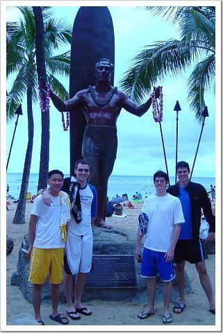 guys_and_statue.jpg