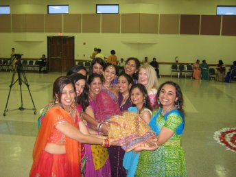 raas_bridal_party_carrying_sarjita.jpg