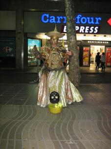 la_rambla_street_performer_chinese_emperor.jpg
