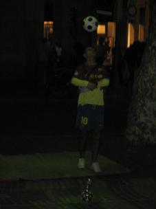 la_rambla_street_performer_soccer.jpg