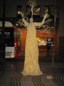 la_rambla_street_performer_tree.jpg