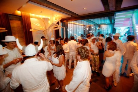 crowd_dance_floor_2