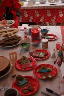 table_gingerbread_cookies