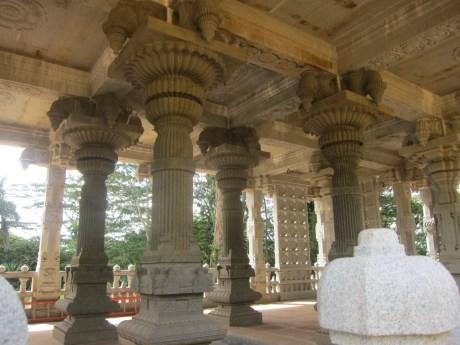 saiva_siddhanta_temple_columns
